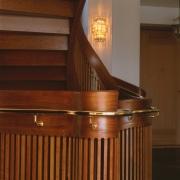 Detalj elipsformad trappa i körsbär