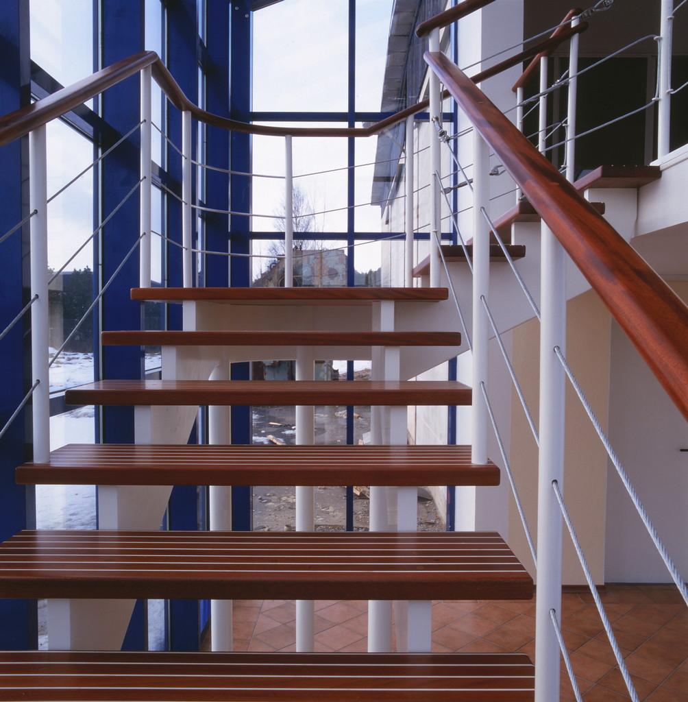 Trappa med två underliggande vangstycken /r2   trapptradition ab ...