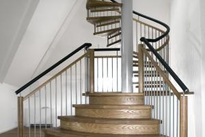 Bågformad trappa övergående i spiraltrappa /SP1