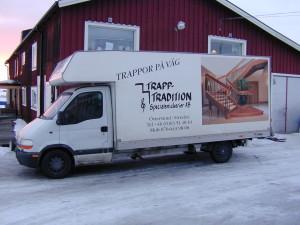 Säker transport av din trappa direkt från snickeriet ända fram till din dörr.
