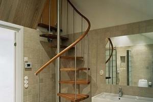 Spiralsvängd trappa med underliggande vangstycke /SP14